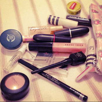 is your makeup infested with bacteria throw it away now Is Your Makeup Infested with Bacteria? Throw it Away NOW!